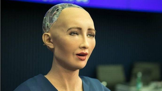 La robot Sophia ya no amenaza a los humanos. Ahora nos ama