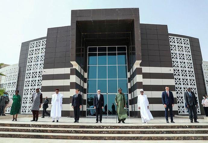 Macron y Pedro Sánchez con los mandatarios de los países del Sahel