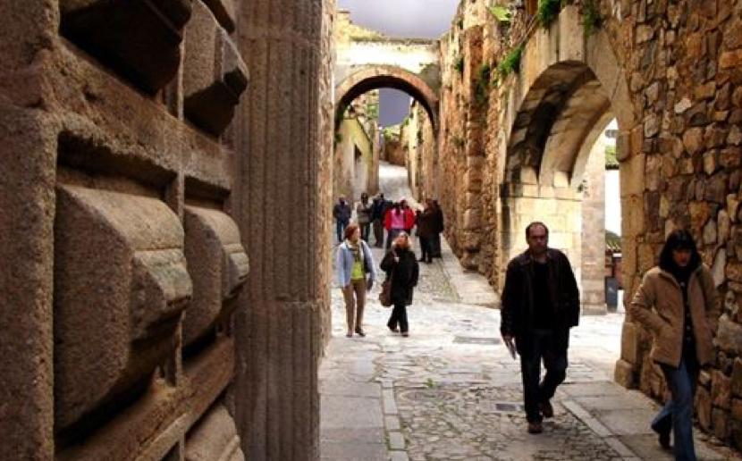 Las mejores rutas para descubrir los rincones secretos de Cáceres