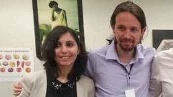 Pablo Iglesias y su colaboradora Dina Bousselham.