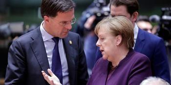 El primer ministro holandés Mark Rutte y Angela Merkel.