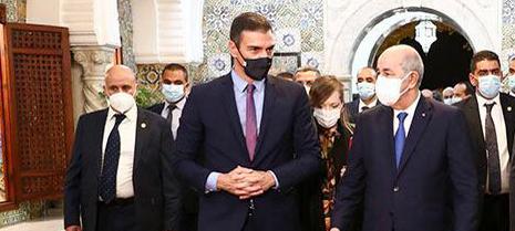 Pedro Sánchez con el presidente argelino Abdelmadjid Tebboune en octubre de 2020.