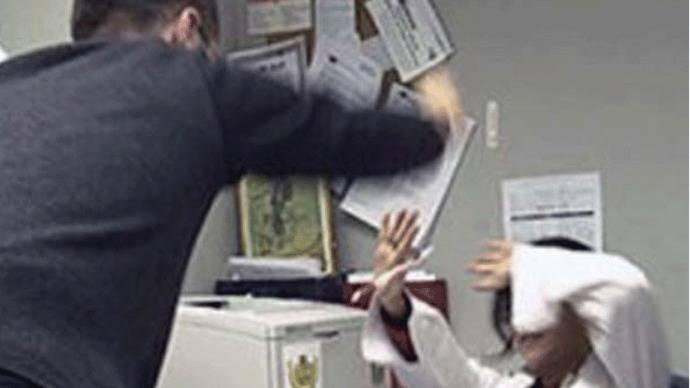 Las agresiones y amenazas a los médicos madrileños crecen un 28,5%
