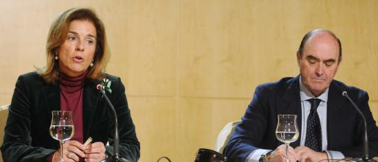 Ana Botella y Antonio de Guindos en la rueda de prensa que dieron para  hablar de 7c2c255a3ac