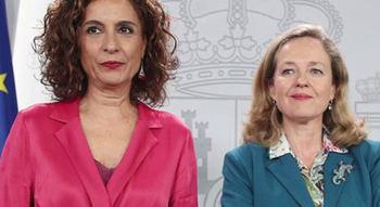 Las ministras de Hacienda, María Jesús Montero, y de Economía, Nadia Calviño.