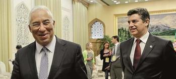 El primer ministro luso Antonio Costa y el ministro de Economía y Turismo, Manuel Caldeira.