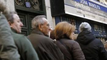 En busca de la suerte: Continúan las largas colas en Doña Manolita