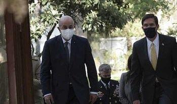 el jefe del Pentágono Mark Esper con el presidente argelino Abdelmajid Tebboune.