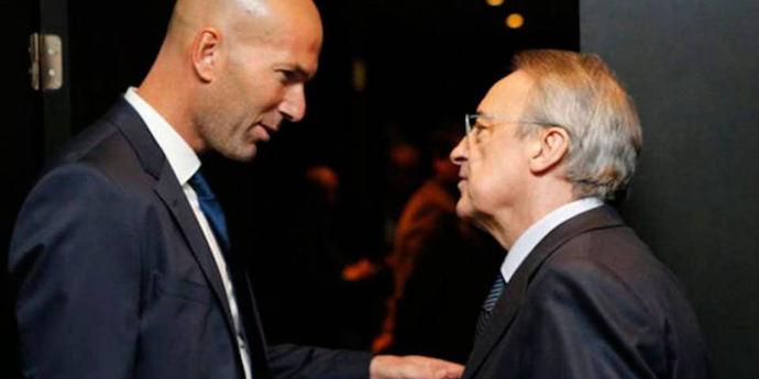 Zinedine Zidane habla con Florentino Pérez.