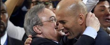 Florentino Pérez abraza con Zidane.