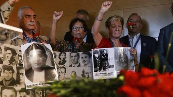 40 años de las elecciones del 77: La izquierda y los nacionalistas honran a los antifranquistas