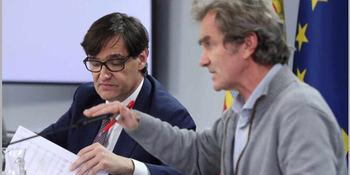 Salvador Illa y Fernando Simón, al inicio de la crisis cuando 'no hacia falta llevar mascarilla', según ellos.