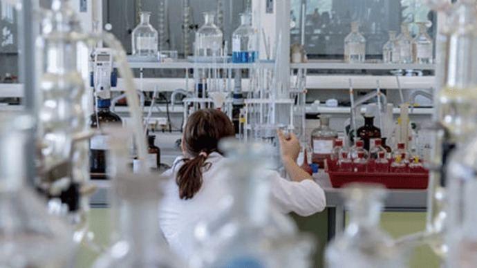 300 científicos del Carlos III denuncian 'gravísimas trabas' para trabajar