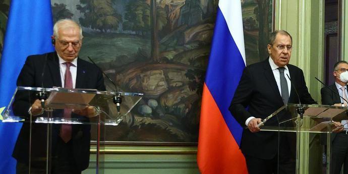 Josep Borrel con el ministro de Exteriores, ruso, Sergei Lavrov.