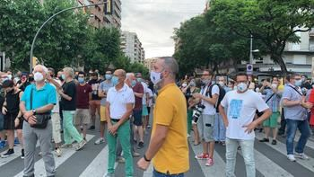 Vecinos de Lleida protestando por el confinamiento decretado por Quim Torra.