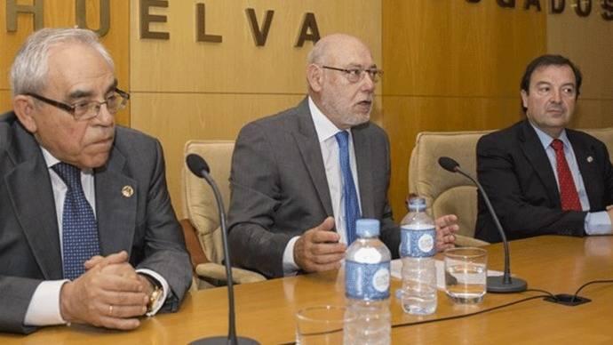 Maza lanza su artillería de querellas contra el Gobierno catalán