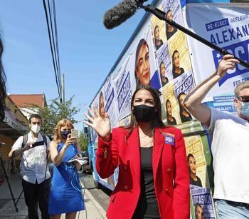 Alexandria Ocasio-Cortez durante su campaña para las primarias del Distrito 14 de Nueva York.