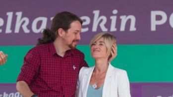 Pablo Iglesias y Pili Zabala en las elecciones vascas de 2016.
