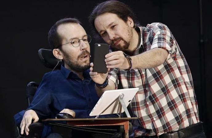 Pablo Echenique, portavoz del grupo parlamentario de Podemos, y Pablo Iglesias.