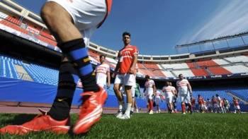 1.320 aficionados del Atleti dicen adios al Calderón en el Partido de las Estrellas