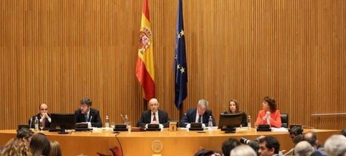 Las pensiones, el desempleo y los intereses de la deuda 'se comen' 5,5 de cada diez euros