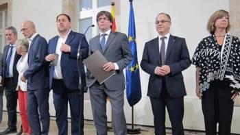 Puigdemont avisa a los alcaldes que deben ceder locales para la votación del referéndum del 1-0