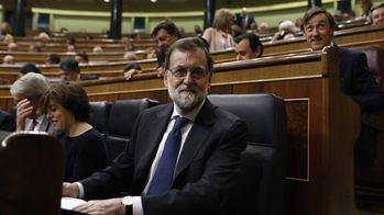 """Rajoy ofrece una subida del salario mínimo del 4% para 2018 y alzas """"importantes"""" para 2019 y 2020"""