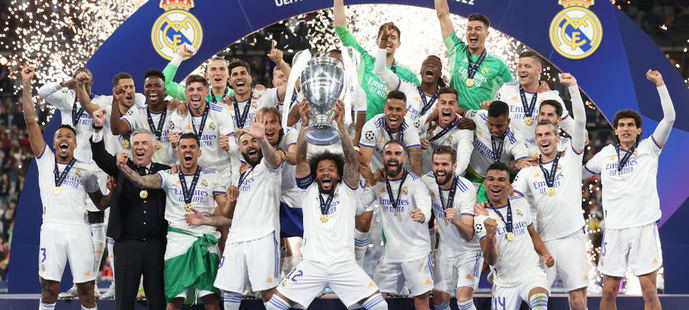 Florentino Pérez y parte de su equipo de 14 directivos.