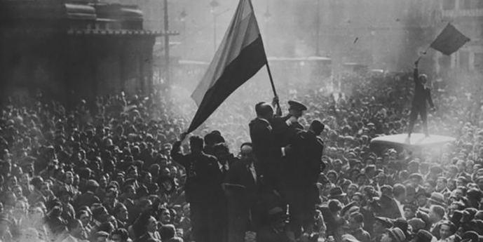 Proclamación de la II República en la Puerta del Sol de Madrid.