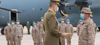 Felipe VI y tropas españolas llegadas de Afganistán.