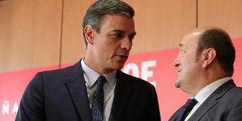 Pedro Sánchez y el presidente del PNV, Andoni Ortuzar.
