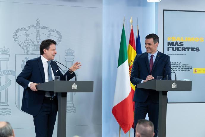 El primer ministro italiano Giuseppe Conte y su homólogo español, Pedro Sánchez.