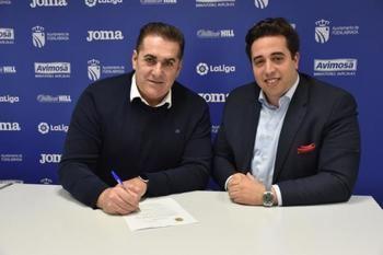 El entrenador del Fuenla, José Ramón Sandoval, y el presidente del club Jonathan Praena.
