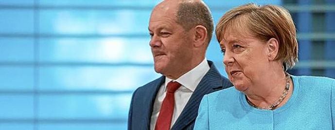 Olaf Sholz y Angela Merkel.