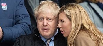 Boris Johnson y su novia Carrie Symonds.