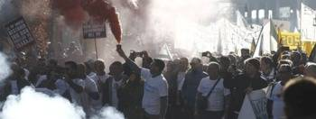 Los taxistas toman Madrid: Multitudinaria protesta con intervención de los antidisturbios