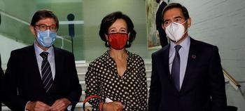 José Ignacio Goirigolzarri (Caixabank-Bankia), Ana Botín (Santander) y Carlos Torres (BBVA),