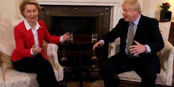 La presidenta de la Comisión Europea, Ursula von der Leyen y Boris Johnson.