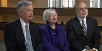 El presidente de la Reserva Federal Jerome Powell con sus dos antecesores, la secretaria del Tesoro, Janet Yellen, y Ben Bernanke.
